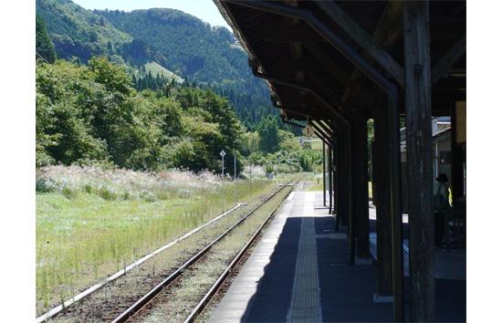 静かな山里の駅