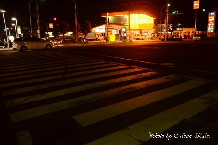 市塚交差点・エネオス山内石油西条中央給油所の夜景 愛媛県西条市新田125-1 2011年4月21日