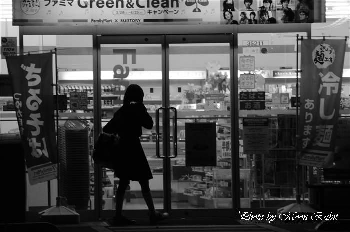 ファミリーマート西条横黒店の夜景 愛媛県西条市大町513-1 2011年4月21日