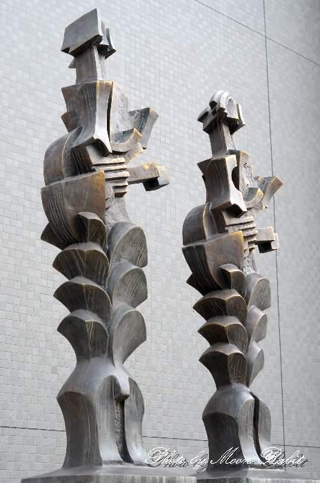 木原敏明作 平和の奏者たちの像 西条市総合文化会館 愛媛県西条市神拝甲79番地4