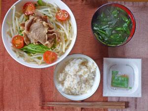 納豆ご飯,焼き肉サラダ,ほうれん草とワカメのみそ汁