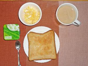 トースト,炒り玉子,ヨーグルト,コーヒー