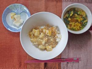 麻婆豆腐丼,玉子スープ,大根の漬物