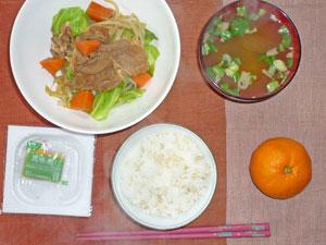 納豆ご飯,野菜炒め,みそ汁,ミカン