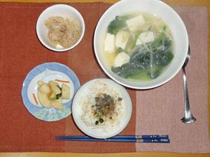 ふりかけご飯,ツナ,大根の漬物,豆腐と野菜の中華スープ