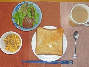 トースト,スクランブルエッグin豚そぼろ入り,グリーンサラダ,コーヒー