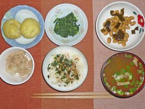 ふりかけご飯,茹で芋,ほうれん草のおひたし,煮豆,ツナ,みそ汁