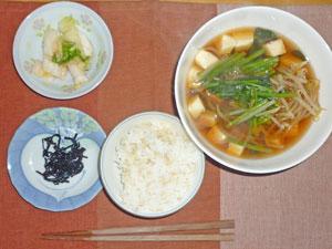 ご飯,昆布の佃煮,豆腐とほうれん草のあんかけスープ,白菜の漬物