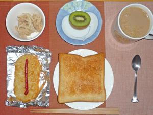 トースト,ハッシュドポテト,ツナ,キウイフルーツ,コーヒー