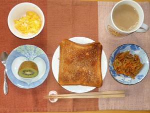 トースト,スクランブルエッグ,キンピラゴボウ,キウイフルーツ,コーヒー