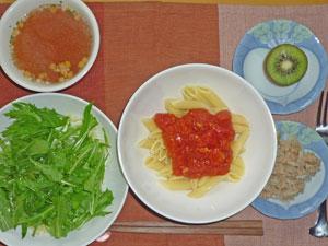 ペンネアラビアータ,水菜サラダ,ツナ,オニオンスープ,キウイフルーツ