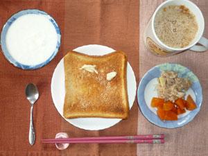 トースト,ツナ,ニンジンの煮物,ヨーグルト