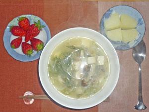 豆腐と水菜の中華スープ,ふかしジャガイモ,イチゴ