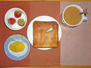 トースト,プチオムレツ,イチゴ入りヨーグルト,コーヒー