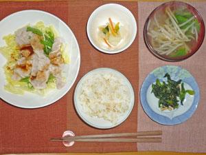 ご飯,豚しゃぶの水菜サラダ,大根の漬物,コマツナのおひたし,ほうれん草ともやしのみそ汁