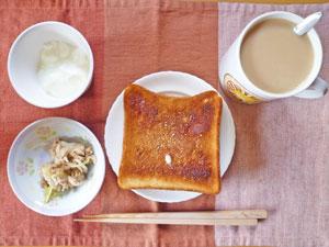 トースト,ツナ,ヨーグルト,コーヒー