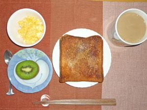 シナモントースト,スクランブルエッグ,キウイフルーツ,コーヒー