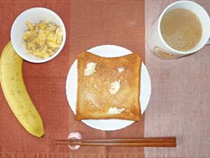 トースト,スクランブルエッグ,バナナ,コーヒー