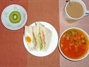 BLTサンドイッチ,ミネストローネスープ,キウイフルーツ,コーヒー