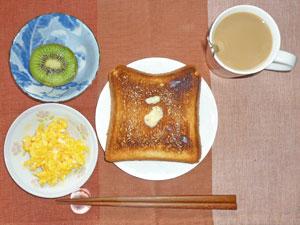 トースト,スクランブルエッグ,キウイフルーツ,コーヒー