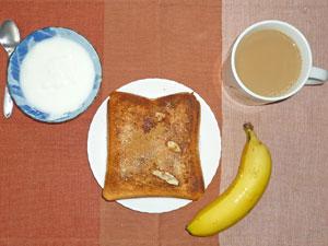 トースト,バナナ,ヨーグルト,コーヒー