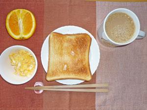 トースト,スクランブルエッグ,オレンジ,コーヒー