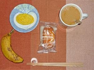 バターケーキ,プチオムレツ,バナナ,コーヒー
