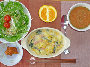 ポテトグラタン,サラダ,トリのから揚げ,トマトスープ,オレンジ