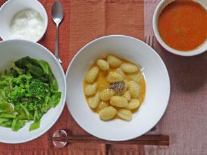ポテトニョッキのカルボナーラ,キャベツ蒸し,トマトスープ,ヨーグルト