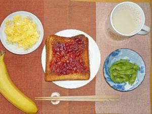 ジャムトースト,スクランブルエッグ,枝豆,バナナ,ミルクティー