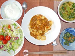 麻婆豆腐丼,サラダ,ほうれん草の胡麻和え,中華スープ,ヨーグルト