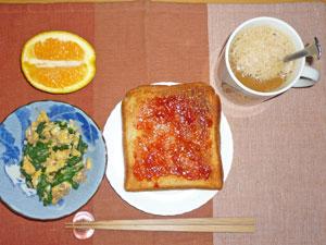 イチゴジャムトースト,ほうれん草と玉子の炒め物,オレンジ,コーヒー