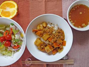 カレーライス,サラダ,オニオンスープ,オレンジ