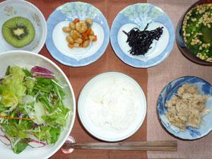 ご飯,サラダ,煮豆,ツナ,昆布の佃煮,納豆汁,キウイフルーツ