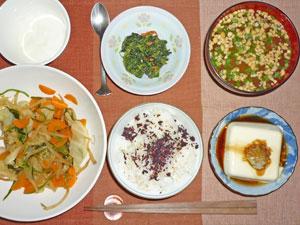 ゆかりご飯,野菜の煮物,冷ややっこ,ほうれん草の胡麻和え,納豆汁,ヨーグルト