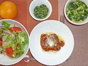 ポテトニョッキのミートソース,サラダ,ほうれん草のスープ,ほうれん草の胡麻和え,オンレジ