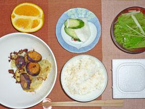 納豆ご飯,茄子とキャベツの炒め物,漬物,水菜のみそ汁,オレンジ