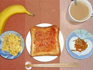 イチゴジャムトースト,スクランブルエッグ,キンピラゴボウ,バナナ,コーヒー