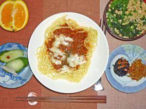 スパゲティミートソース,キンピラゴボウ,ヒジキの煮物,納豆汁,オレンジ