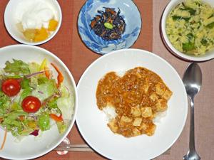 麻婆豆腐丼,サラダ,ひじきの煮物,玉子スープ,ヨーグルトフルーツポンチ