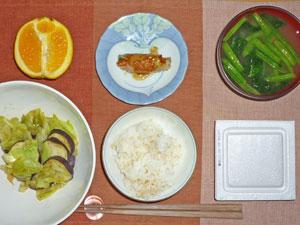 納豆ご飯,茄子とキャベツの炒め物,野菜の肉巻き,ほうれん草のみそ汁,オレンジ