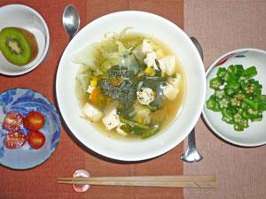 中華風スープ,オクラのおひたし,トマト,キウイフルーツ