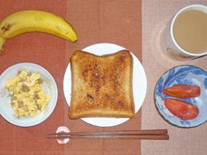 シナモントースト,トマト,スクランブルエッグ,バナナ,コーヒー