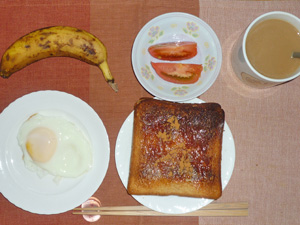 イチゴジャムトースト,目玉焼き,トマト,バナナ,コーヒー