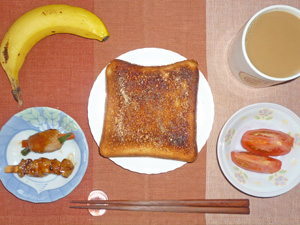 トースト,トマト,肉野菜巻き,焼き鳥,バナナ,コーヒー