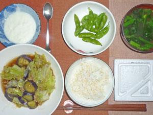 納豆ご飯,茄子とキャベツのあんかけ煮込み,枝豆,ほうれん草のみそ汁,ヨーグルト