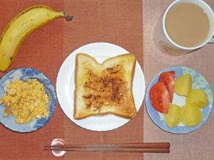 シナモンシュガートースト,蒸かしイモ,トマト,スクランブルエッグ,バナナ