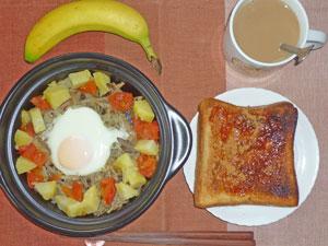 イチゴジャムトースト,蒸し野菜と目玉焼き,バナナ,コーヒー