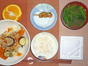 納豆ご飯,蒸し野菜炒め,焼き鳥,ほうれん草のみそ汁,オレンジ