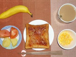 イチゴジャムトースト,蒸しジャガ,トマト,スクランブルエッグ,バナナ,コーヒー
